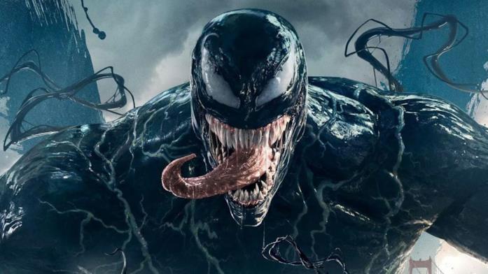 Un primo piano di Venom nel poster ufficiale del film