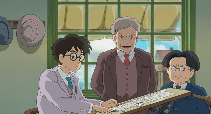 Jiro progetta aerei mentre il capo Hattori e il capo progetto Kurokawa lo guardano impressionati