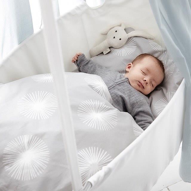 La culla per neonati dal design norvegese è quella sospesa di Leander