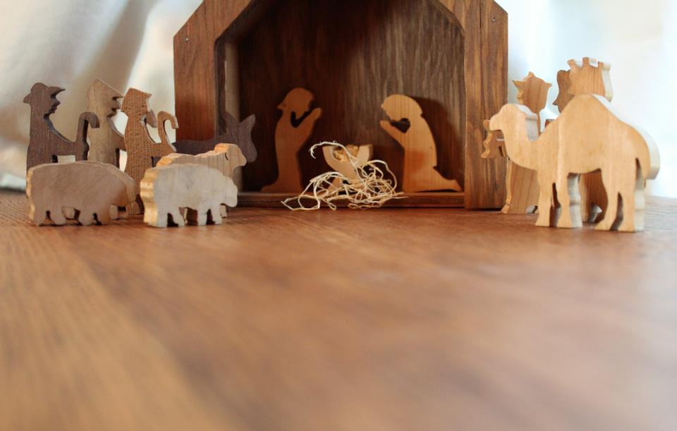 Presepe minimal con personaggi di legno