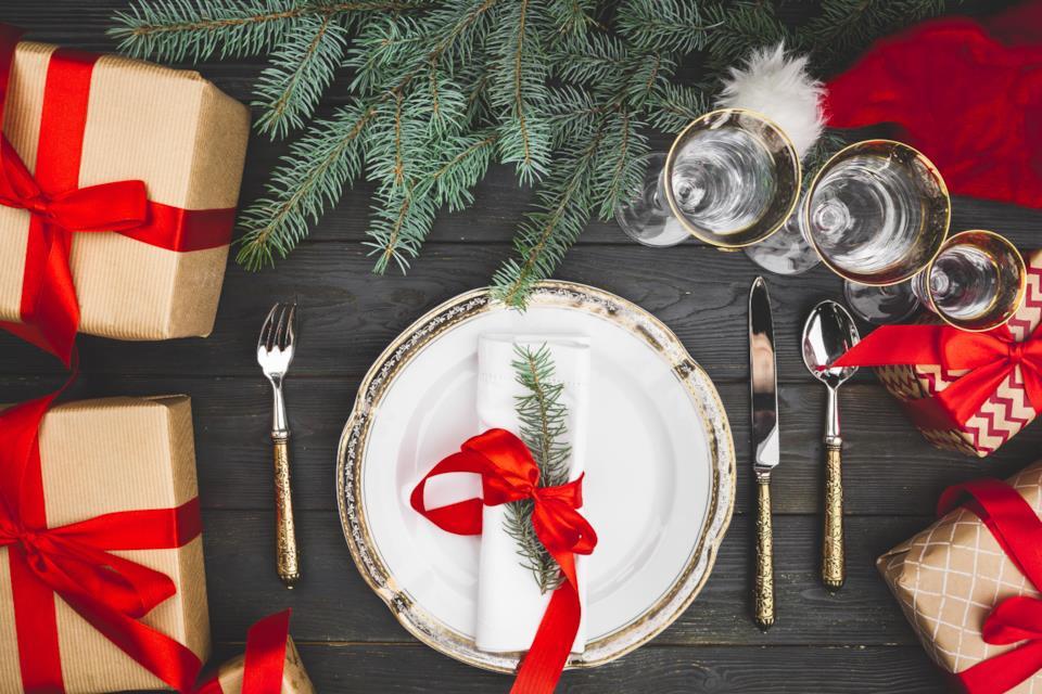 Pacchi regalo come addobbi tavola di Natale