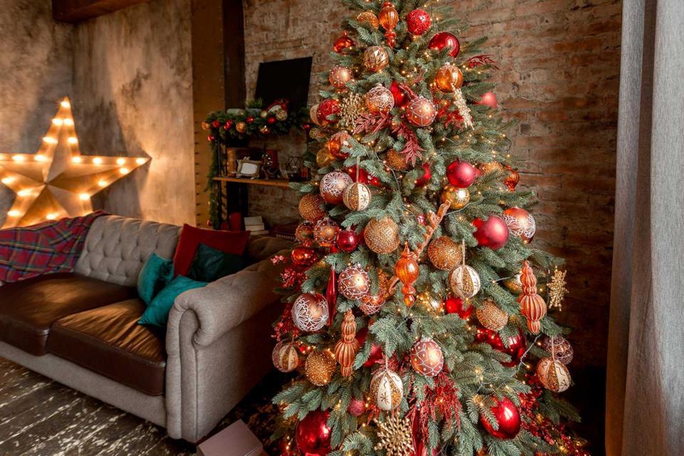 Albero di Natale elegante oro e rosso