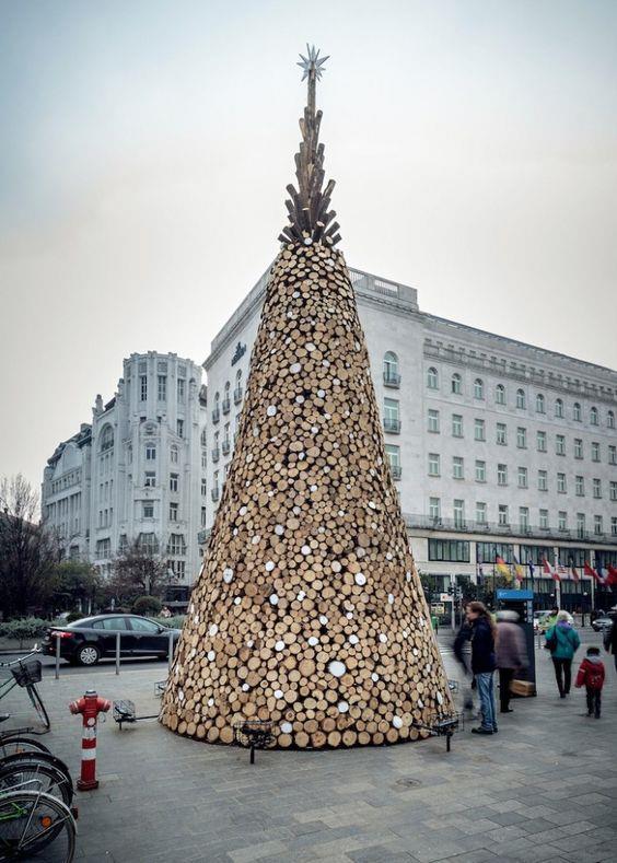 Albero di Natale a Budapest in legno