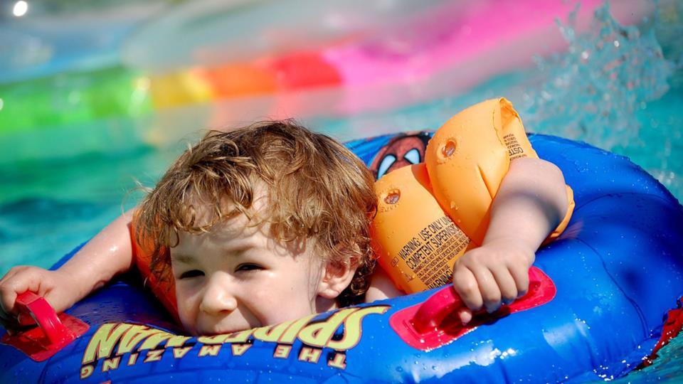 La migliore piscina gonfiabile con scivolo per bambini