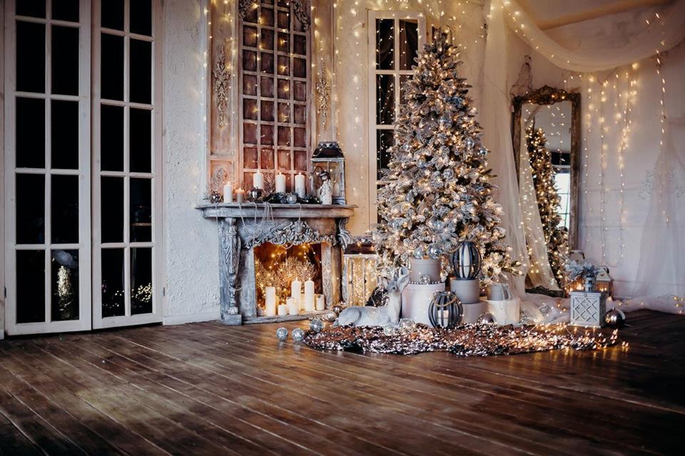 Albero Natale bianco con palle argento