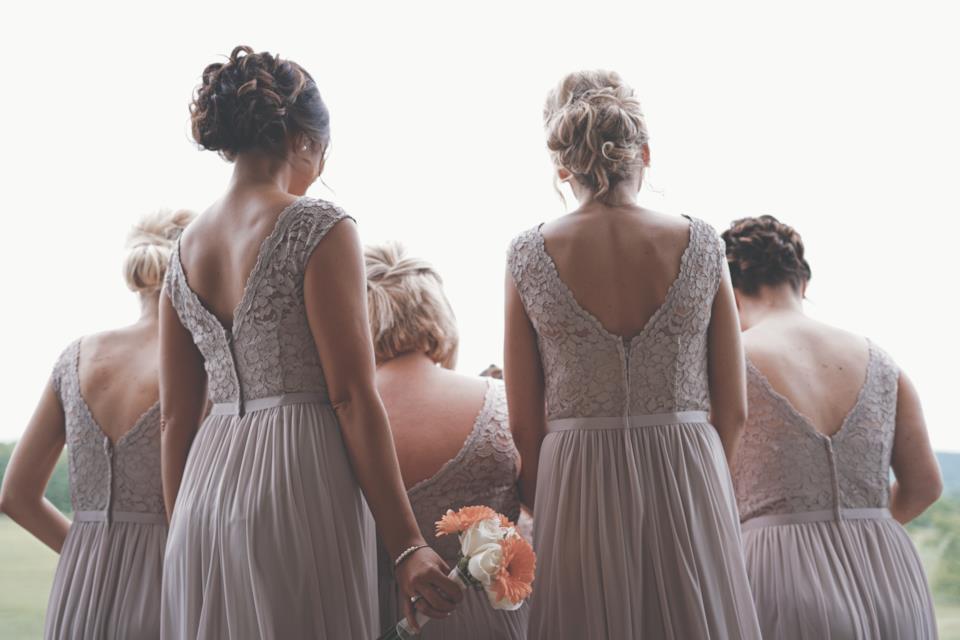 Testimone di nozze: come vestirsi