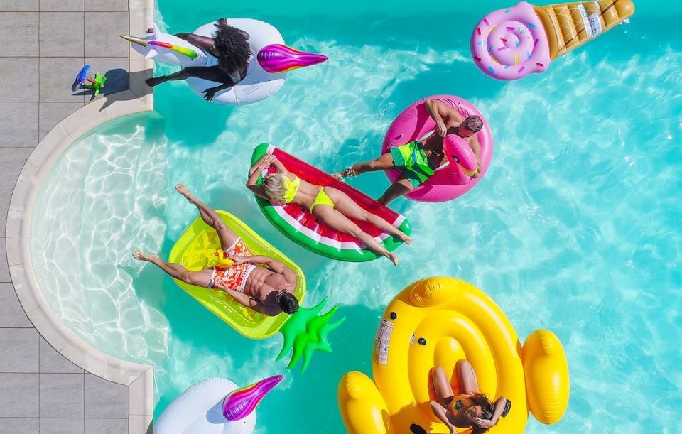 Migliori materassini gonfiabili da piscina per l'estate 2018