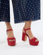 Sandali rossi con plateau e intreccio