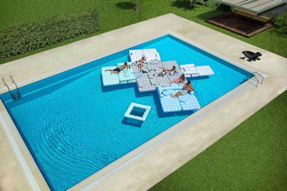 Isola di poltrone gonfiabili per la piscina