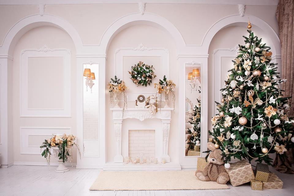 Albero Natale elegante oro in salotto