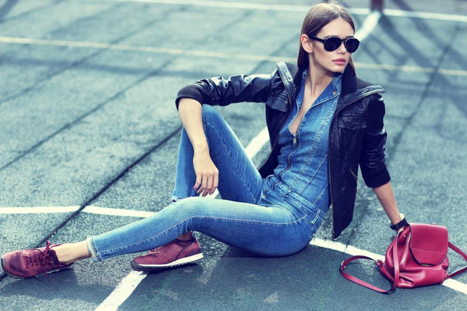 Come abbinare le tute donna in jeans