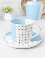 Tazza da tè e piattino blu
