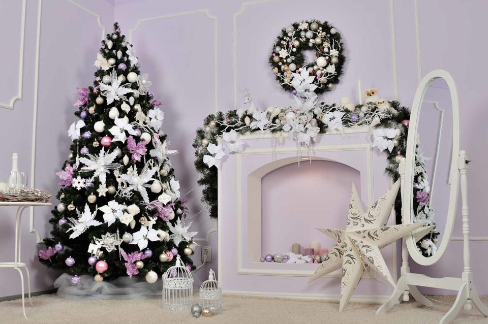 Albero di Natale rosa e bianco con stelle di Natale