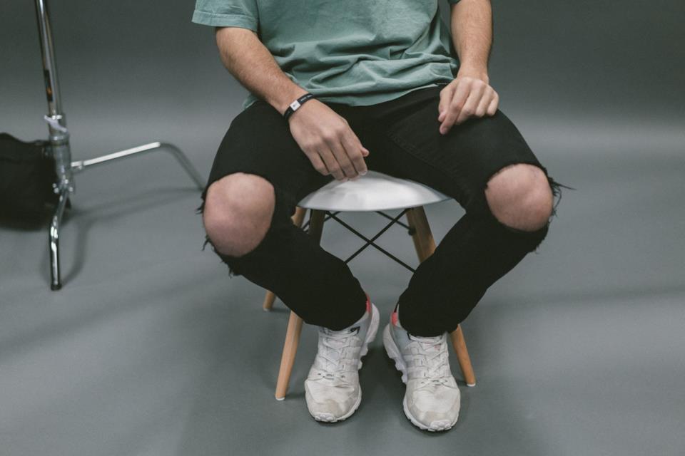 Jeans neri strappati uomo in vendita online