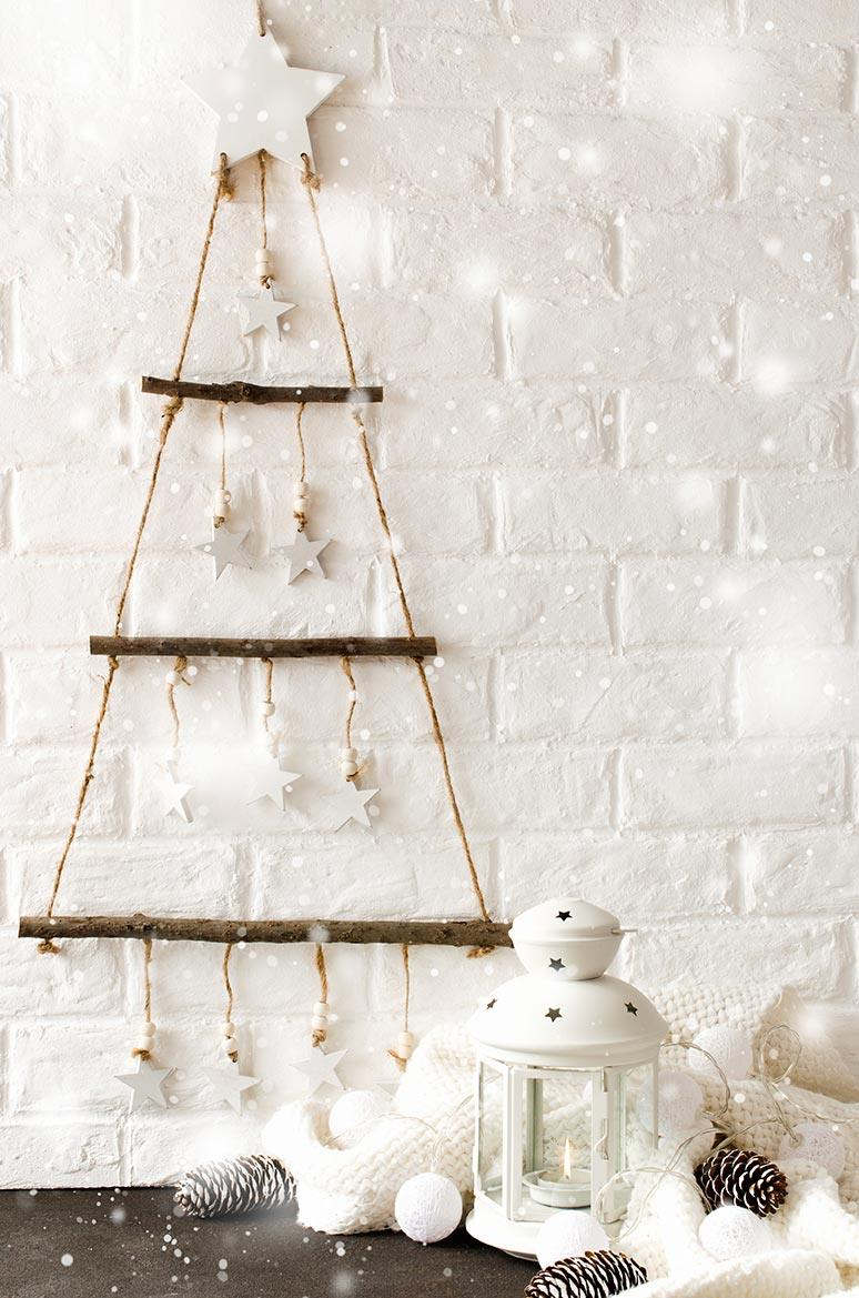 Albero di Natale stilizzato bianco a parete