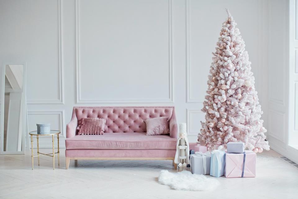 Albero Natale bianco con palle rosa