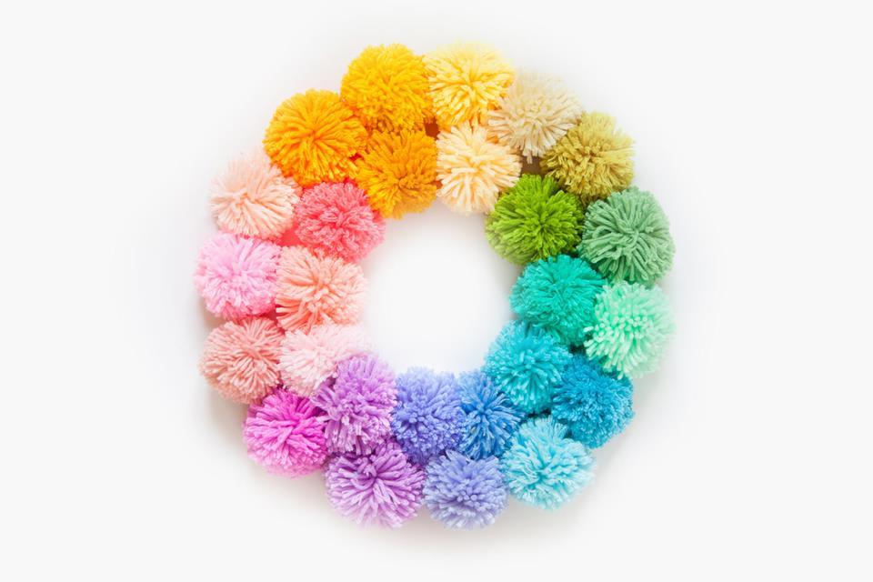 Ponpon colorata per ghirlanda