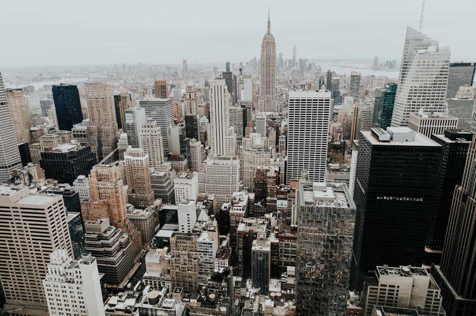 Skyline di New York con grattacieli e migliori hotel