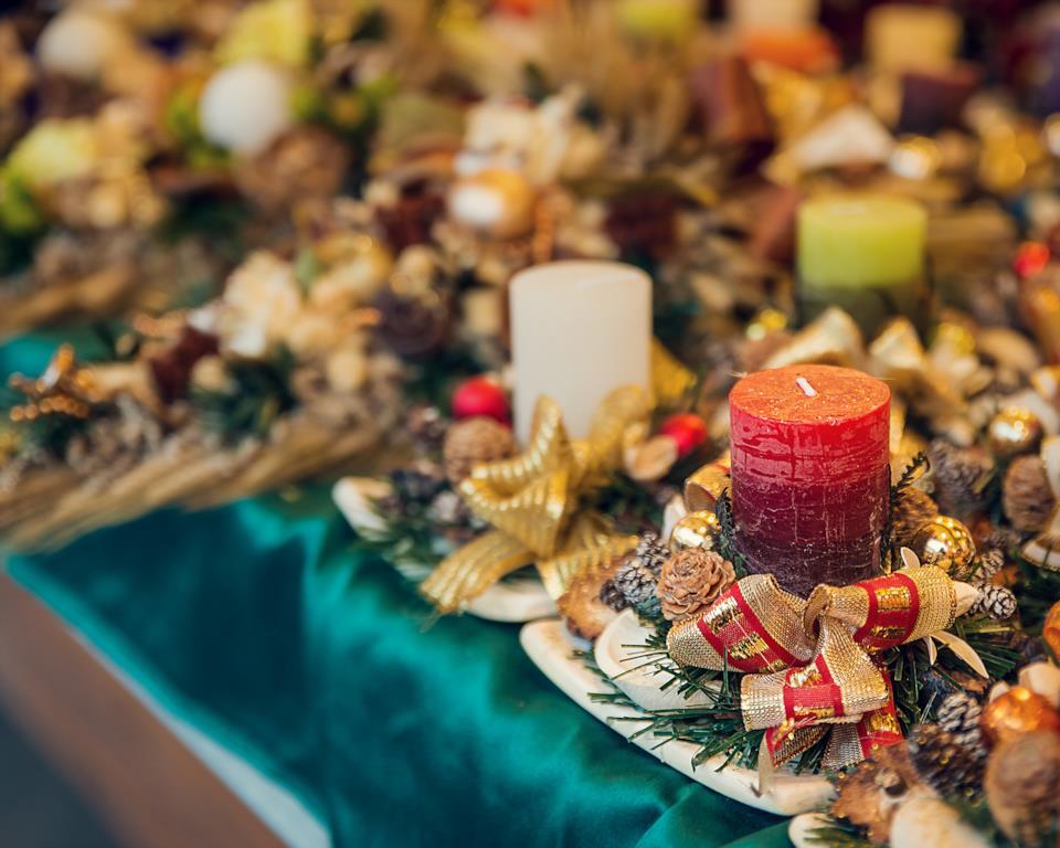 Esempi di centrotavola natalizi con candele
