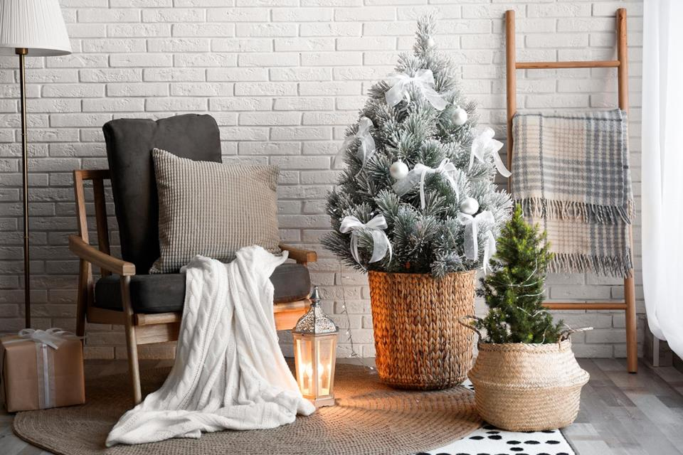 Albero di Natale innevato mini per il salotto