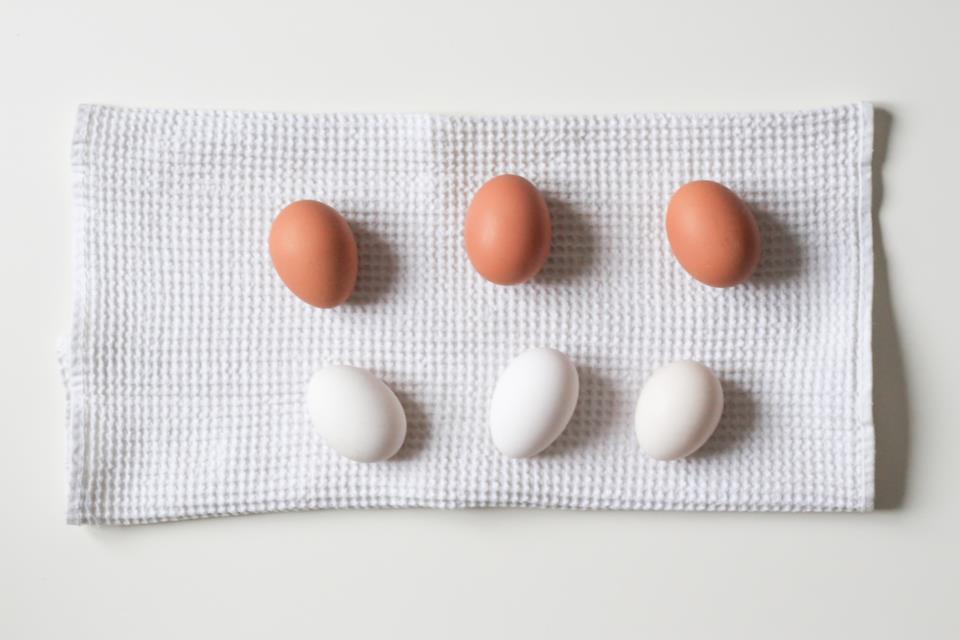 Uova per ricette con frusta da cucina