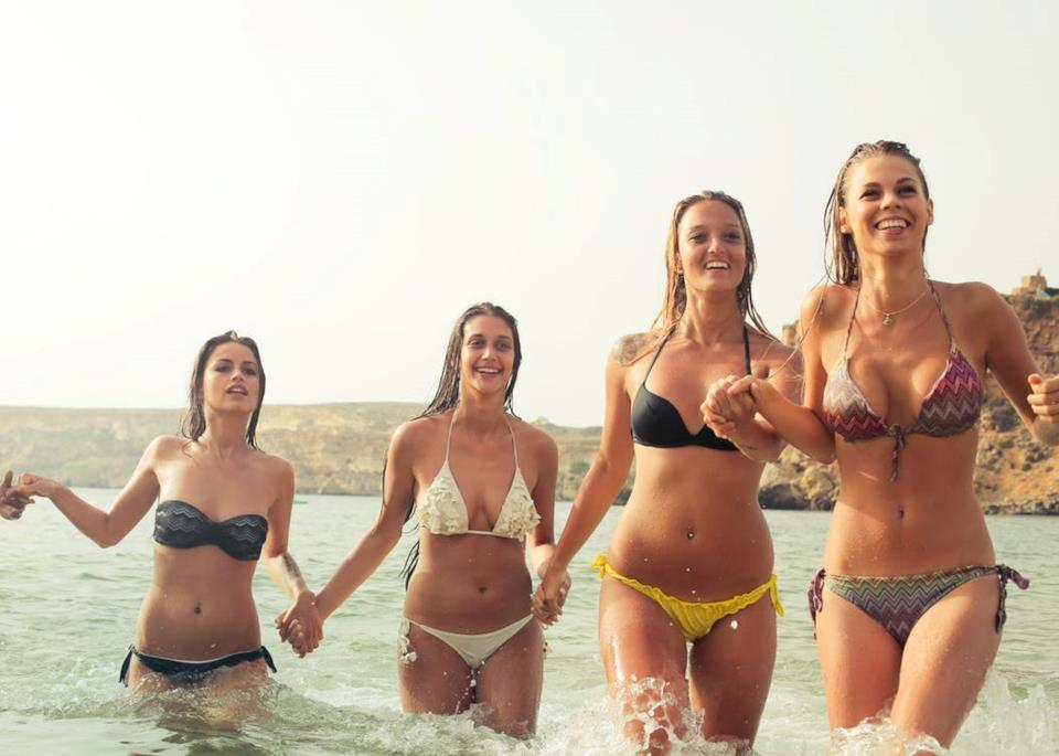 Come scegliere il bikini giusto in base al proprio corpo