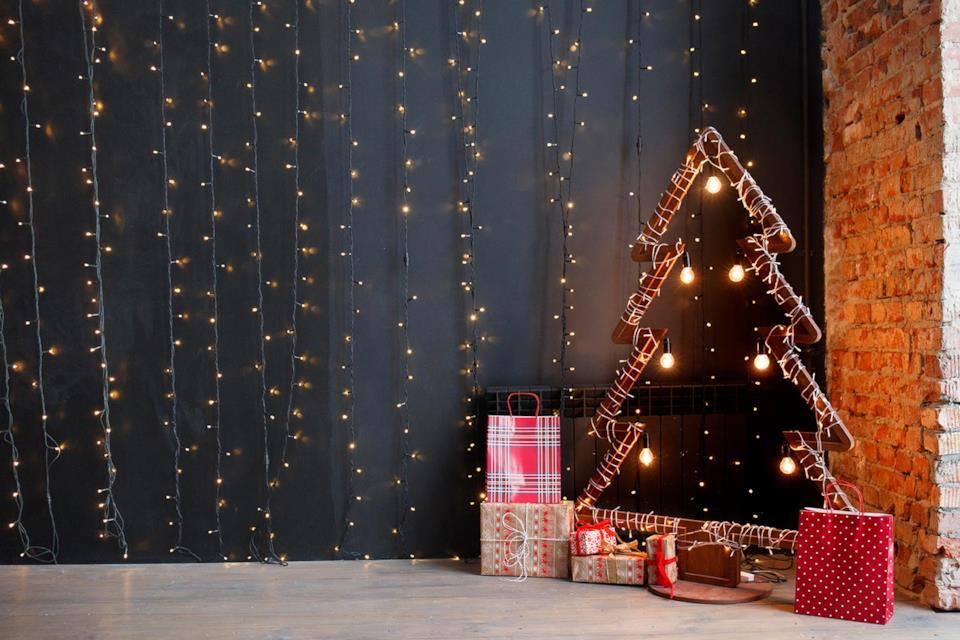 Albero di Natale moderno e minimal con luci