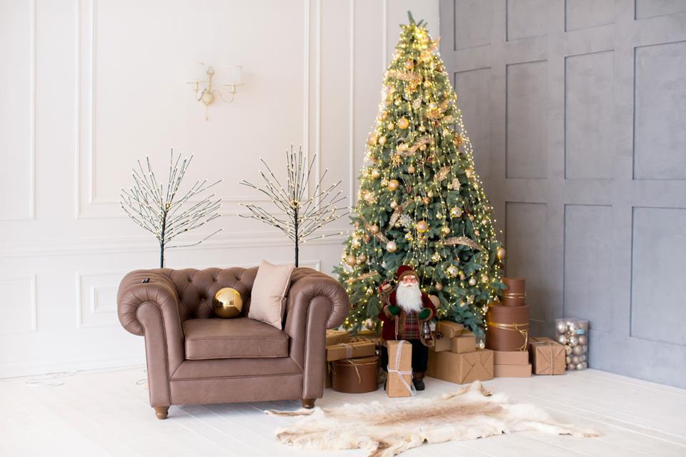 Albero Natale slim oro in salotto