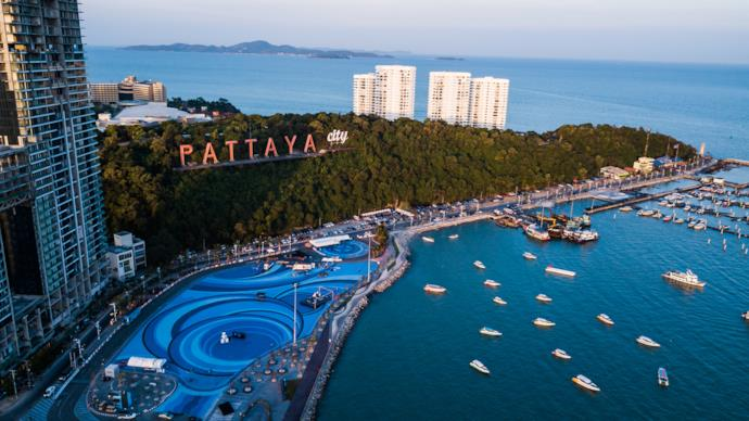 Coastline with boats and building in Pattaya, Thailand