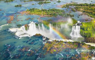 The spectacle of the Iguassu Falls: the Brazilian side