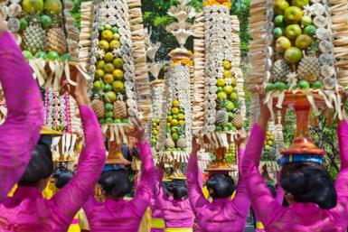 10 curious traditions and customs of Indonesia