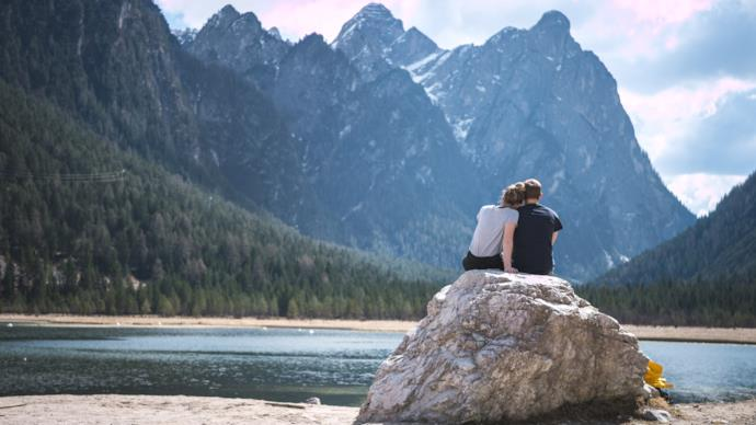 couple travelling together in the mountains