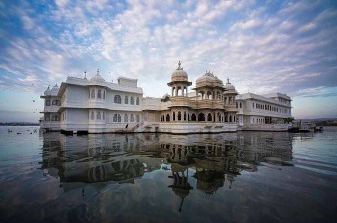 Palazzo su acqua a Udaipur, India