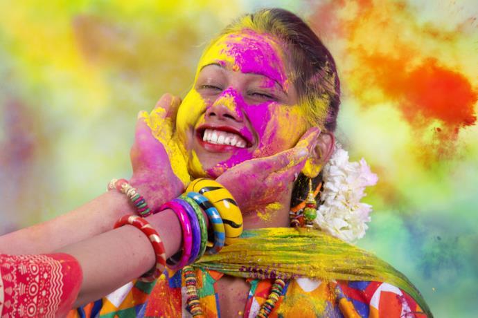 Ragazza durante l'Holi Festival in India