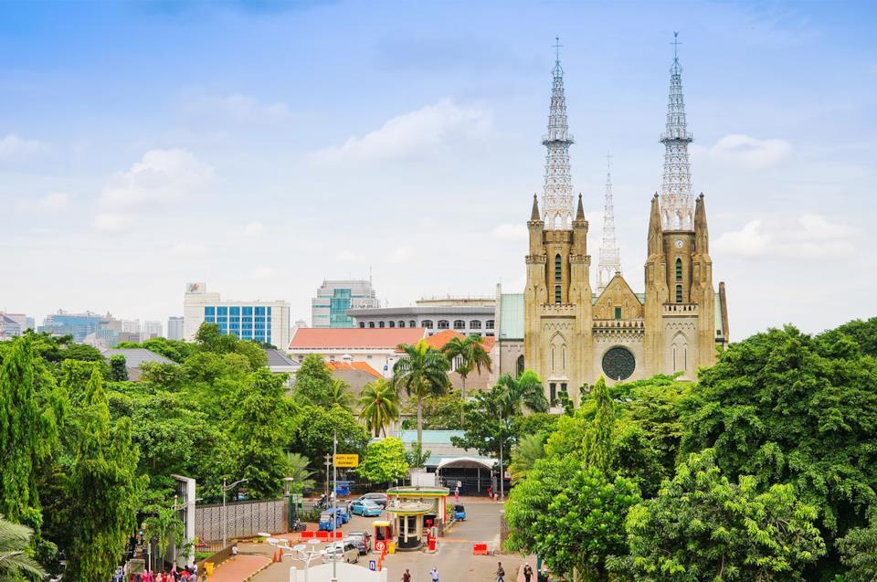 Cattedrale ed edifici a Giacarta