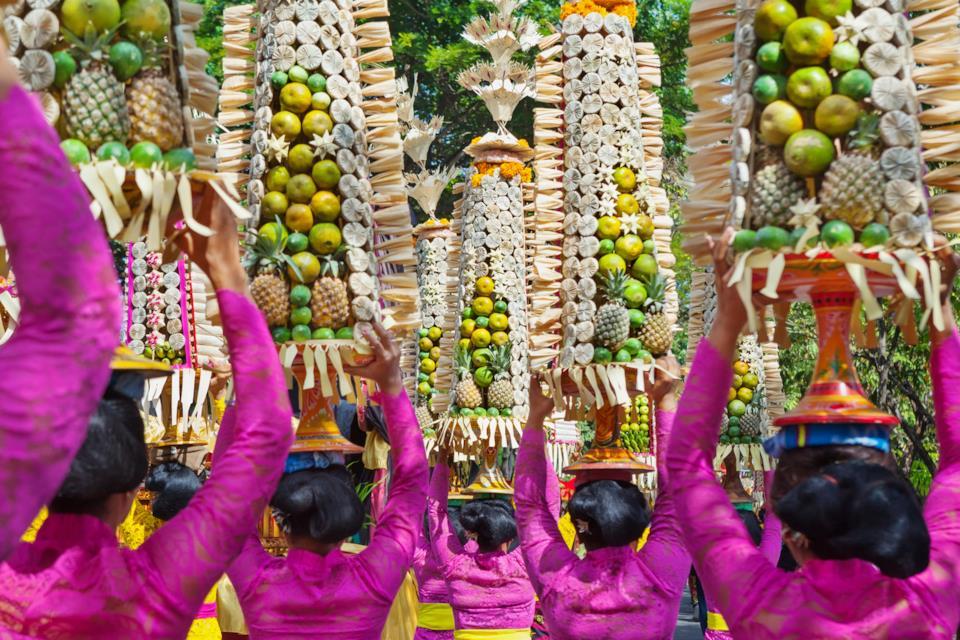 Donne in abiti tradizionali a Bali