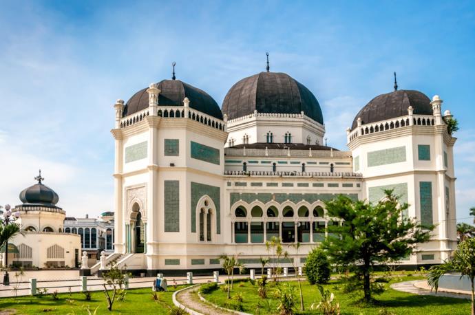 Esterno della Moschea di Medan in Indonesia.