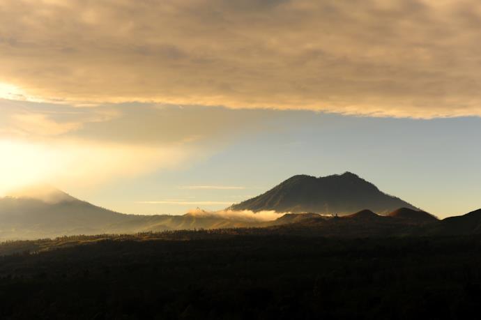 Vulcano Iljen al tramonto in Indonesia