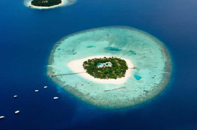 Atollo delle Maldive visto dall'alto