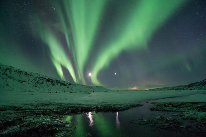 Aurora boreale nella notte in Islanda