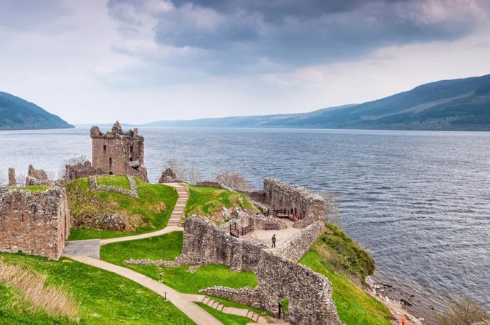 Castello di Urquhart sul lago di Loch Ness, Scozia