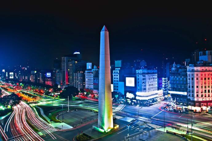 L'obelisco di Buenos Aires di notte