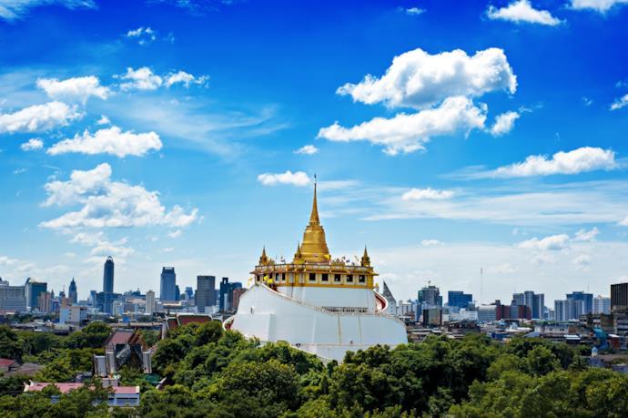 Vista del tempio di Wat Saket a Bangkok in Thailandia