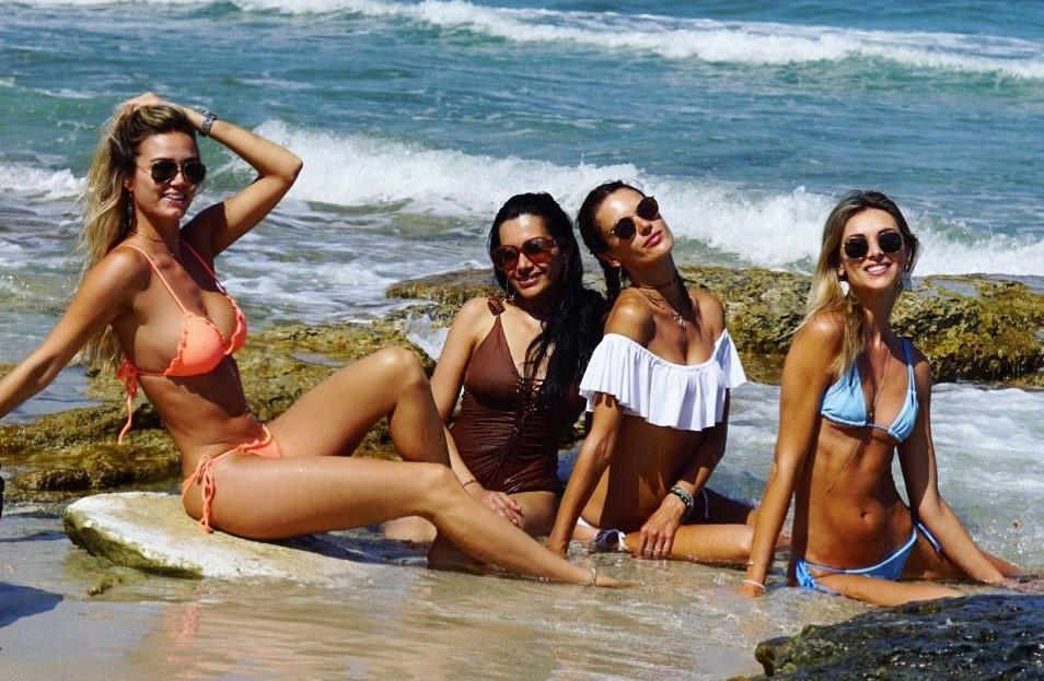 L'Angelo di Victoria's Secret Alessandra Ambrosio in vacanza con amiche