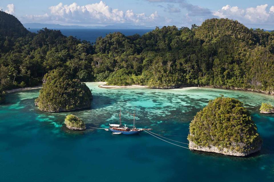 Mare e isolotti a Raja Ampat in Indonesia