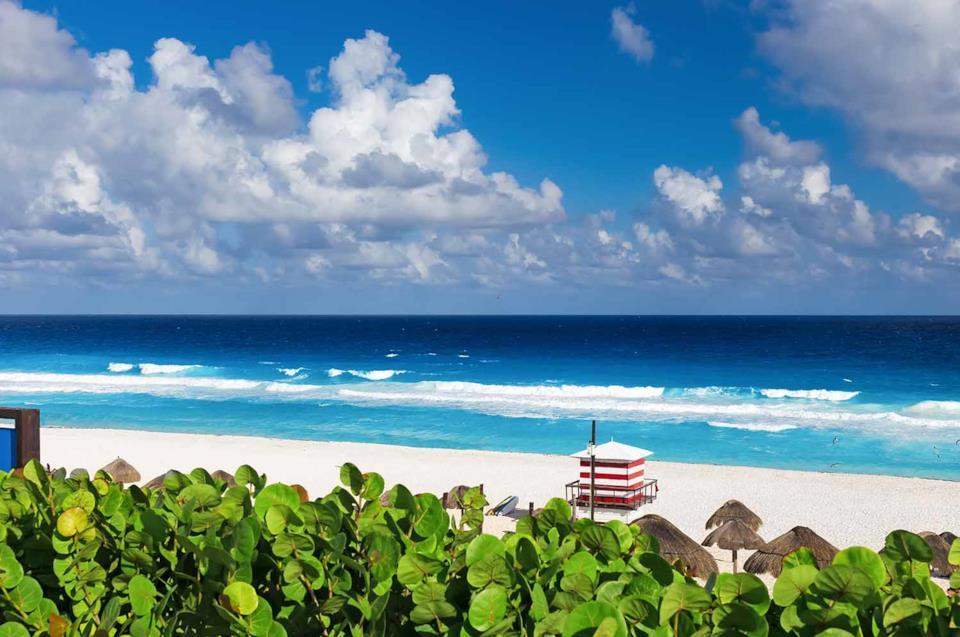 Spiaggia bianca di Cancun in Messico