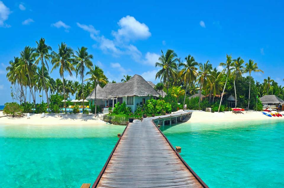 Un ponte di legno sulla spiaggia, Maldive