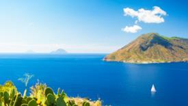 Tra spiagge laviche, pareti di pomice e vulcani: le splendide isole Eolie