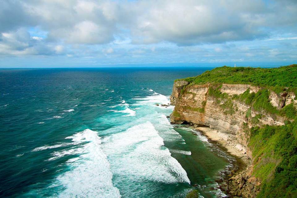 Mare e scogliera a Bali