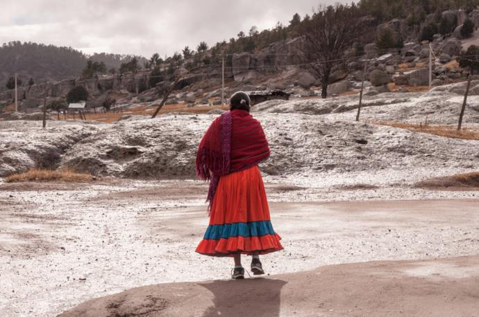 Donna dell'etnia Tarahumara a Creel, Messico